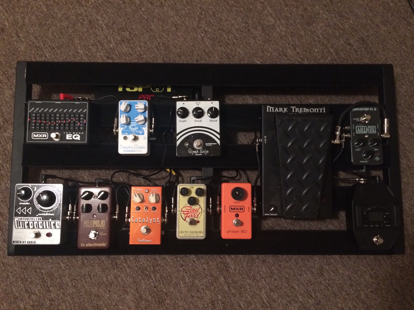 Post your pedalboards!-img_0401-jpg