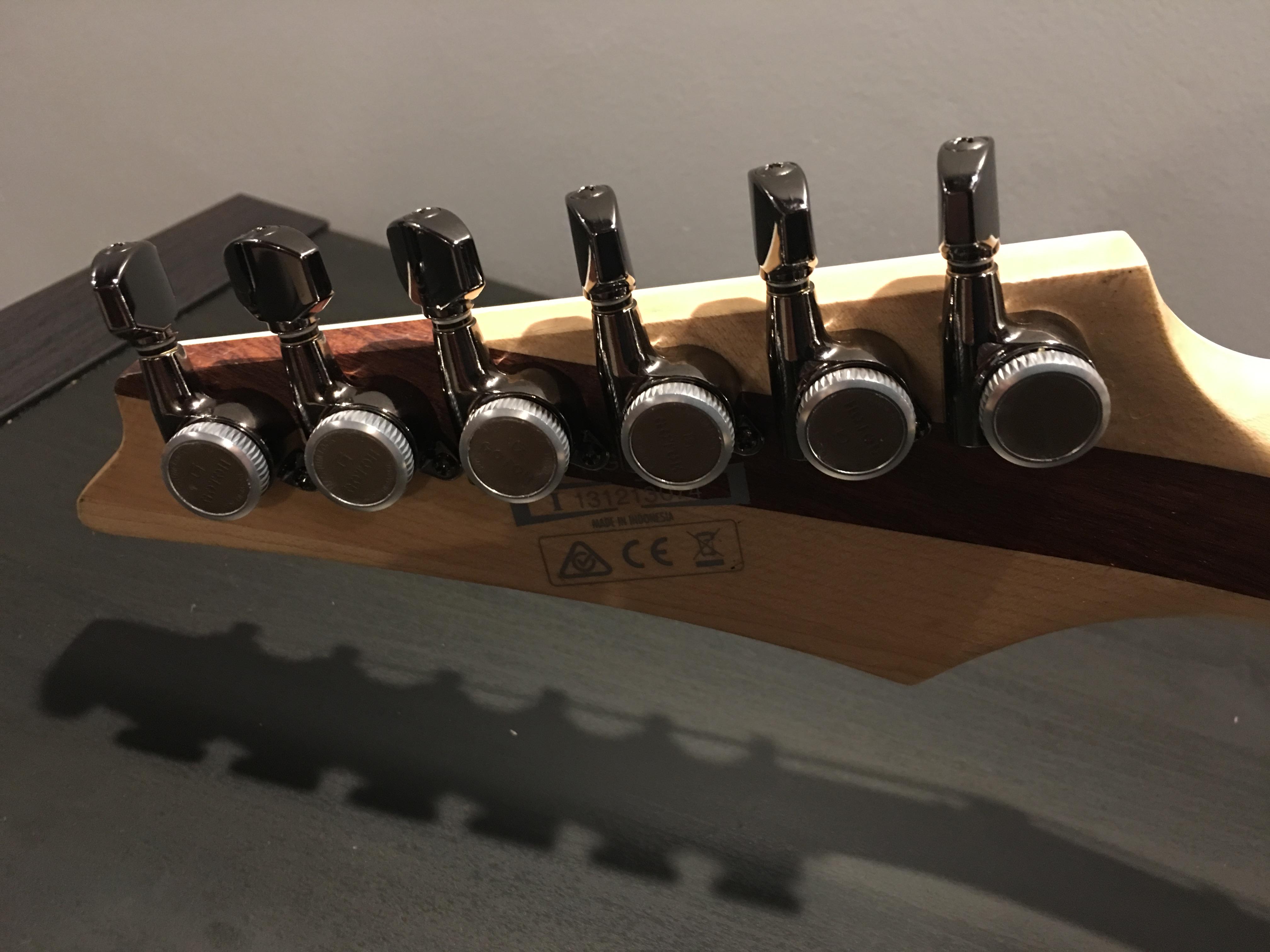 Locking Tuners for Ibanez?-img_0447-jpg