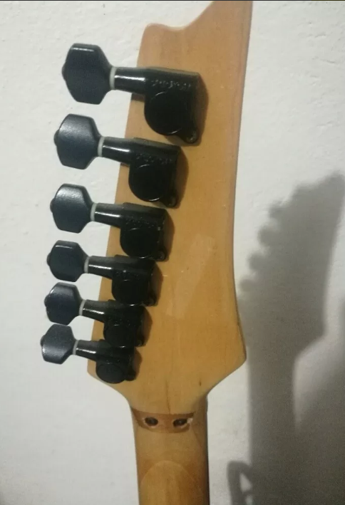 Convert left-handed guitar to right-handed-perra-3-png